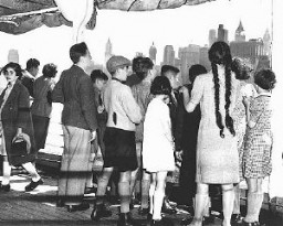 <p>A group of German and Austrian Jewish refugee children arrives in New York on board the SS <em>President Harding</em>. New York, United States, June 3, 1939.</p>