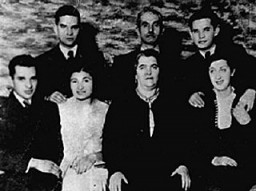 "<p>Portrait of the Rosenblat family in interwar Poland. Photographed are: (back row from left to right) <a href=""/narrative/9058/en"">Elya</a>, <a href=""/narrative/8645/en"">Jozef</a> (father), and <a href=""/narrative/9080/en"">Itzik</a> Rosenblat. Sitting from left to right are: <a href=""/narrative/2291/en"">Herschel</a>, Deena (wife of Elya), <a href=""/narrative/9052/en"">Hannah</a> (mother), and <a href=""/narrative/9046/en"">Taube</a> Rosenblat (wife of Itzik). In 1941, a mobile killing unit killed Herschel in Slonim, Poland. Of the others, only Itzik and Deena survived deportation from the ghetto in Radom, Poland.</p>"