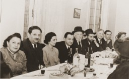 """<p>Jewish DPs (displaced persons) celebrate at a banquet at the <a href=""""/narrative/53436/en"""">Rothschild Hospital</a> DP center.</p>"""