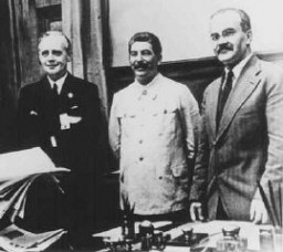 "<p>Nazi foreign minister Joachim von Ribbentrop (left), Soviet leader Joseph Stalin (center), and Soviet foreign minister Viacheslav Molotov (right) at the signing of the nonaggression <a href=""/narrative/2876/en"">pact between Germany and the Soviet Union</a>. Moscow, Soviet Union, August 1939.</p>"