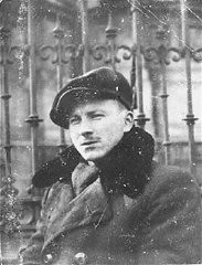 "<p>Benjamin Miedzyrzecki (<a href=""/narrative/10553/en"">Benjamin Meed</a>), a member of the Jewish underground living in hiding on false papers, poses in Ogrod Saski (Saski Gardens) on the Aryan side of Warsaw. Poland, 1943.</p>"