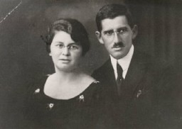 <p>Regina's parents, Pola and Isak. Poland, ca. 1934.</p>