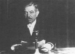 Vichy Fransası hükümetinin başkanı ve Nazi iş birlikçisi Pierre Laval.