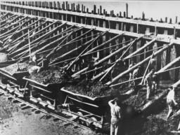 Forced labor at the Klinkerwerke near Sachsenhausen.