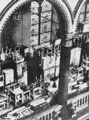 <p>Des biens confisqués à des déportés Juifs sont amassés dans une synagogue. Prague, Tchécoslovaquie, 1941-1945.</p>