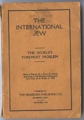 """<p>Il libro """"L'Ebreo Internazionale"""", basato in gran parte su """"I Protocolli degli Anziani di Sion"""", vendette più di 500.000 copie e fu tradotto in almeno sedici lingue. Questa copia fu pubblicata a Dearborn, Michigan, nel 1920.</p>"""