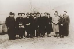 Group portrait of Jews expelled to Zbaszyn