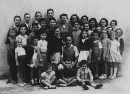 "<p>A group of children who were sheltered in <a href=""/narrative/11043/en"">Le Chambon-sur-Lignon</a>, a town in southern France. Le Chambon-sur-Lignon, France, August 1942.</p>"