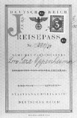 """Passeport émis à Lore Oppenheimer, une Juive allemande, avec le """"J"""" pour """"Jude"""" tamponné sur la carte."""