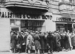 "<p>German Jews trying to <a href=""/narrative/6473/en"">emigrate</a> to Palestine form long lines in front of the Palestine and Orient Travel Agency. Berlin, Germany, January 22, 1939.</p>"