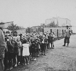 "<p>A group of children assembled for deportation to <a href=""/narrative/3852/en"">Chelmno</a>. During the roundup known as the ""Gehsperre"" Aktion, the elderly, infirm, and children were rounded up for deportation. Lodz, Poland, September 5-12, 1942.</p>"