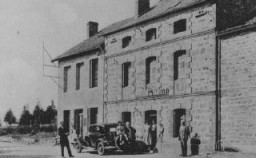 <p>Postcard of a pension (a small hotel) in Le Chambon which served as a refugee home for children sheltered from the Nazis. Le Chambon-sur-Lignon, France, date uncertain.</p>