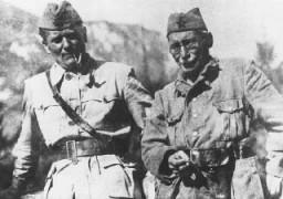 <p>Líderes dos partisanos iugoslavos, Josip Broz Tito (à esquerda) e Mosa Pijade (à direita). Mosa Pijade, que era  judeu, lutou juntamente com a resistência comunista contra os nazistas. Foto tirada na Iugoslávia entre os anos de 1941 e 1944.</p>