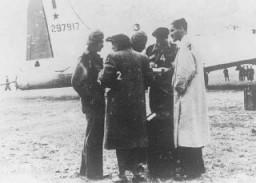 Parachutistes de Palestine 1) Zvi Ben-Yaakov, 2) Haviva Reik, 3) Rafi Reiss, 4) Abba Berdichev et 5) Haïm Hermesh en mission pour ...