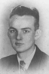 """<p>(Polonya direniş hareketi yeraltı liderleri için kod isim) """"Gray Columns"""" üyesi, Hieronim Sabala (""""Flora"""" olarak bilinir). 1939, Varşova, Polonya.</p>"""