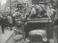 """<p>Peu après avoir pris le pouvoir en Allemagne, les nazis lancèrent une campagne visant à exclure les Juifs de la société. Cela commença par un boycott organisé des magasins possédés par des Juifs. Des bandes arrêtèrent des Juifs, peignirent des inscriptions """"Interdit aux Juifs"""" sur les devantures des magasins, hurlèrent des slogans antisémites et bloquèrent l'entrée des magasins. <br/></p>"""