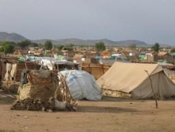 Campo para refugiados darfurianos no Chade