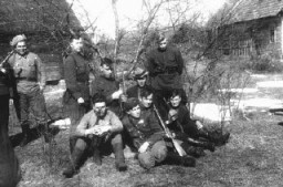 <p>Photograph of a  group of Jewish partisans. Sumsk, Poland, date uncertain.</p>