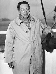 """<p><a href=""""/narrative/7679/en"""">Lion Feuchtwanger</a> aboard the ship <em>Excalibur</em>, arriving in New York. United States, October 1940.</p>"""