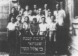 Ecole religieuse pour enfants juifs réfugiés. Ghetto de Shanghai, Chine, 8 septembre 1944.