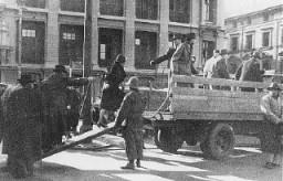 Judíos de Alemania transportados a un campo de refugiados en Shanghai.