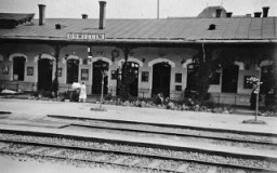 <p>View of the train station in Oswiecim, Poland, before World War II.</p>