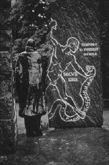<p>Memorial sculpture in honor of Swedish diplomat Raoul Wallenberg, who helped rescue Jews from the Nazis. Budapest, Hungary, 1990.</p>