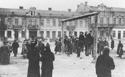Partisans polonais pendus par les nazis. Rovno (aujourd'hui Rivne), Pologne, 1942.