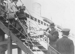 "<p>Jewish <a href=""/narrative/2419"">refugees</a> from Germany and Austria arrive at the port of Shanghai. China, 1938–1939.</p>"