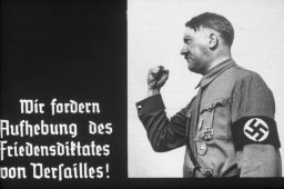 14th slide from a Hitler Youth slideshow about World War I and the Treaty of Versailles, Germany 1936
