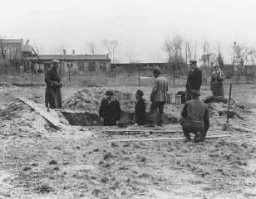 """<p>Prisoners at <a href=""""/narrative/3384/en"""">forced labor</a> under <a href=""""/narrative/10800/en"""">SS</a> and police guard in the Oranienburg concentration camp. Oranienburg was one of the first first concentration <a href=""""/narrative/2689/en"""">camps</a> established in Germany. Oranienburg, Germany, 1934.</p>"""
