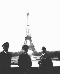 <p>Adolf Hitler et son architecte personnel, Albert Speer, à Paris peu après la défaite de la France. Paris, France, 23 juin 1940.</p>