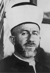 <p>مفتي القدس، الحاج أمين الحسيني، وطني عربي، وزعيم ديني مسلم له مكانته، وداعٍ وقت الحرب مروج لألمانيا النازية.</p>