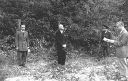 <p>L'ancien Premier ministre roumain Ion Antonescu (au centre) avant son exécution pour crimes de guerre. Camp de Jivava, près de Bucarest, Roumanie, 1er juin 1946.</p>