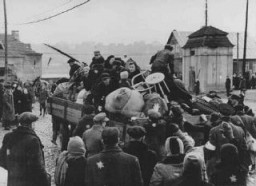 "<p>Deportation of Jews from the <a href=""/narrative/3182/en"">Kovno</a> ghetto to a work camp. <a href=""/narrative/5762/en"">Lithuania</a>, 1942.</p>"