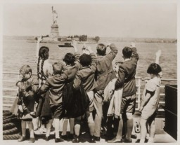 "<p>Children aboard the President Harding look at the Statue of Liberty as they pull into New York harbor. They were brought to the United States by <a href=""/narrative/11830"">Gilbert and Eleanor Kraus</a>. New York, United States, June 1939.</p>"