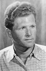 Aart Bouter, Testigo de Jehová, fue arrestado por la policía holandesa y deportado al campo de concentración de Sachsenhausen.
