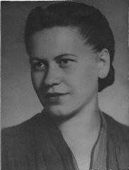 """<p>1945 portrait of Eta Wrobel who was born on December 28, 1918, in Lokov, Poland. During the Holocaust,Eta helped organize an exclusively Jewish <a href=""""/narrative/5679/en"""">partisan</a> unit of close to eighty people. She was the only child in herfamily of ten to survive.</p>"""