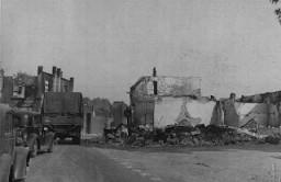Edificios en ruina de una ciudad francesa destruida por las fuerzas alemanas durante la campaña del frente occidental.