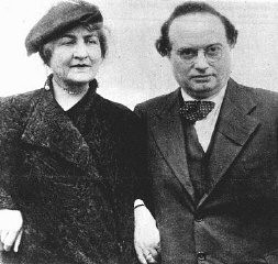 <p>Franz Werfel, an Austrian writer, immigrated to the United States in 1938 because of growing antisemitism. Pictured here with his wife. Vienna, Austria, ca. 1930.</p>
