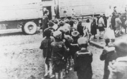 "<p>Deportation of Jewish <a href=""/narrative/2562"">children</a> from the Lodz ghetto in German-occupied Poland during the ""Gehsperre"" Aktion, September 1942.</p>"