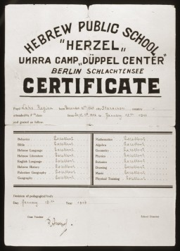 "<p>This report card was issued to <a href=""/narrative/10466/en"">Regina Laks</a>, a fifth-grade student at the Herzel Hebrew Public School at the <a href=""/narrative/53465/en"">Düppel Center</a> displaced persons camp.</p>"