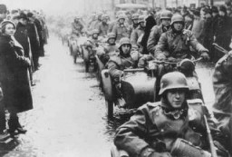 "<p>German troops occupy Prague. <a href=""/narrative/7295/en"">Czechoslovakia</a>, March 15, 1939.</p>"