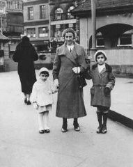 <p>Anne Frank with her mother and sister. Frankfurt, Germany, 1933.</p>