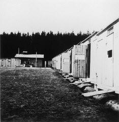 Vista de las barracas en el campo de reclusión de Lety.