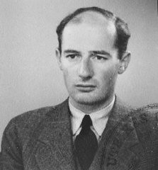 <p>Passport photograph of Raoul Wallenberg. Sweden, June 1944.</p>