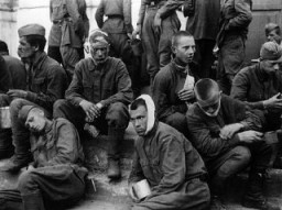 """<p>Wounded <a href=""""/narrative/10135/en"""">Soviet prisoners of war</a>. The German army provided only minimal treatment, and permitted captured Soviet personnel to care for their own wounded using only captured medical supplies. Baranovichi, Poland, wartime.</p>"""