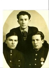"""<p><a href=""""/narrative/11883/en"""">Don Felson</a> (left) while in the Russian army.</p>"""