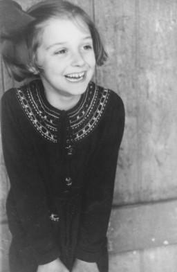 Prewar portrait of Dorrith Oppenheim