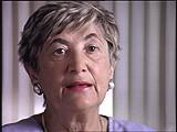 <p>Cecilie era a mais nova de seis irmãos nascidos em uma família judia religiosa de classe média. Em 1939, a Hungria ocupou a região em que Cecilie morava na Tchecoslováquia. Os membros da sua família foram aprisionados. Os alemães ocuparam a Hungria em 1944. Cecilie e sua família tiveram que se mudar para um gueto em Huszt e posteriormente foram deportados para Auschwitz. Cecilie e sua irmã foram escolhidas para o trabalho forçado; o resto da sua família foi envenenada por gás na chegada. Cecilie foi transferida para diversos outros campos, nos quais trabalhou em fábricas. As forças Aliadas a libertaram em 1945. Após a guerra, ela reencontrou seu noivo e casou-se com ele.</p>